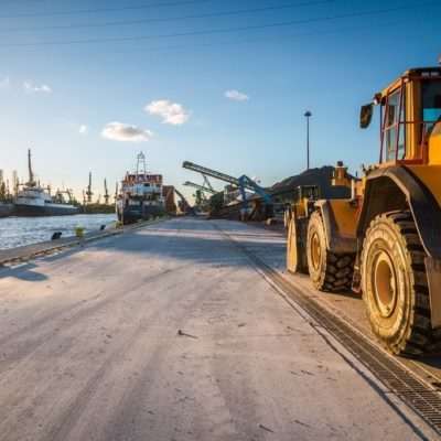 Entwässerungsrinne trotzt Schwerlastbefahrung, Hafen Danzig