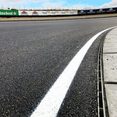 Polygonale Rinnen-Verlegung entlang des Kurvenverlaufs