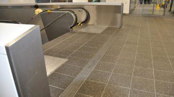 Entwässerungsrinne Eingangsbereich Fraport