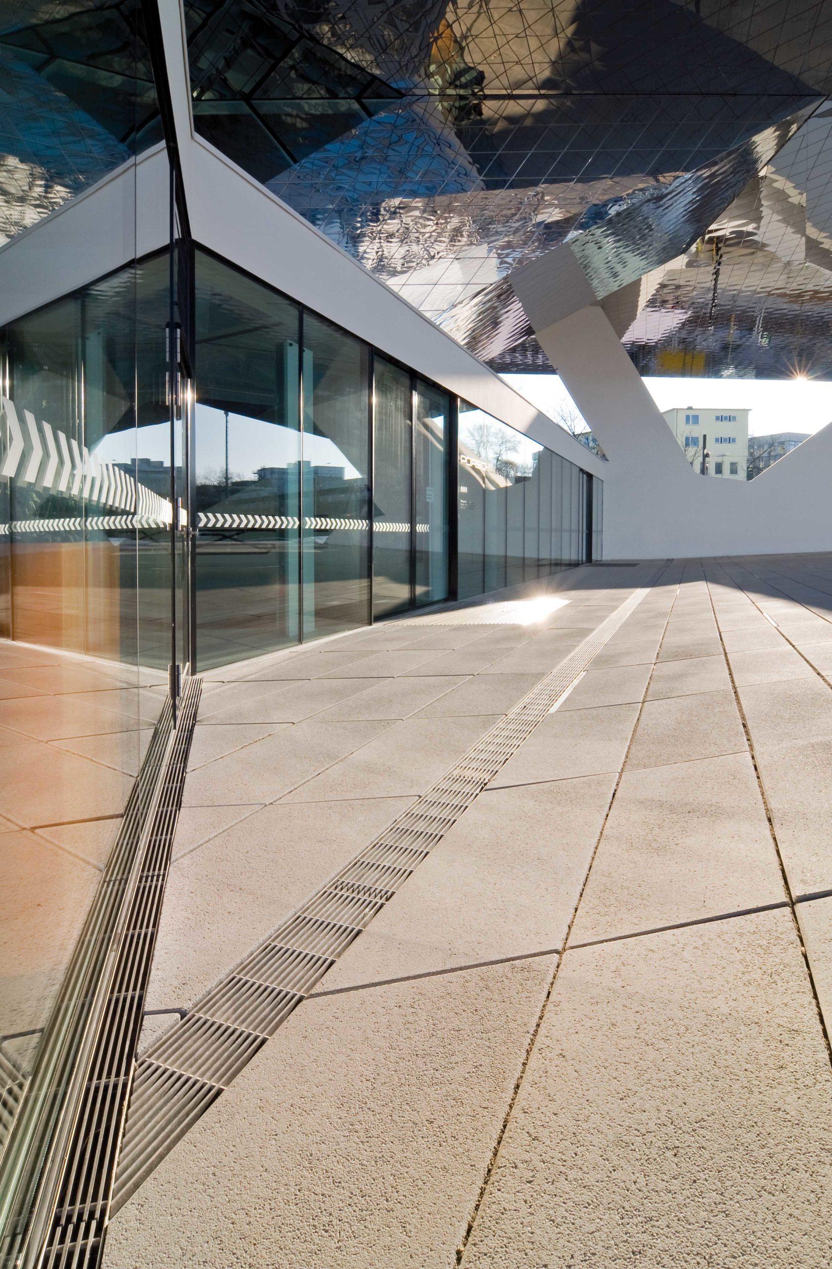 Porsche Museum Stuttgart hochwertige Entwässerungslösung
