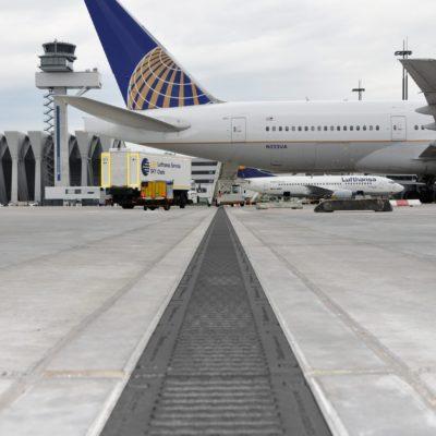 Detailaufnahme Entwässerungsrinne am Frankfurter Flughafen