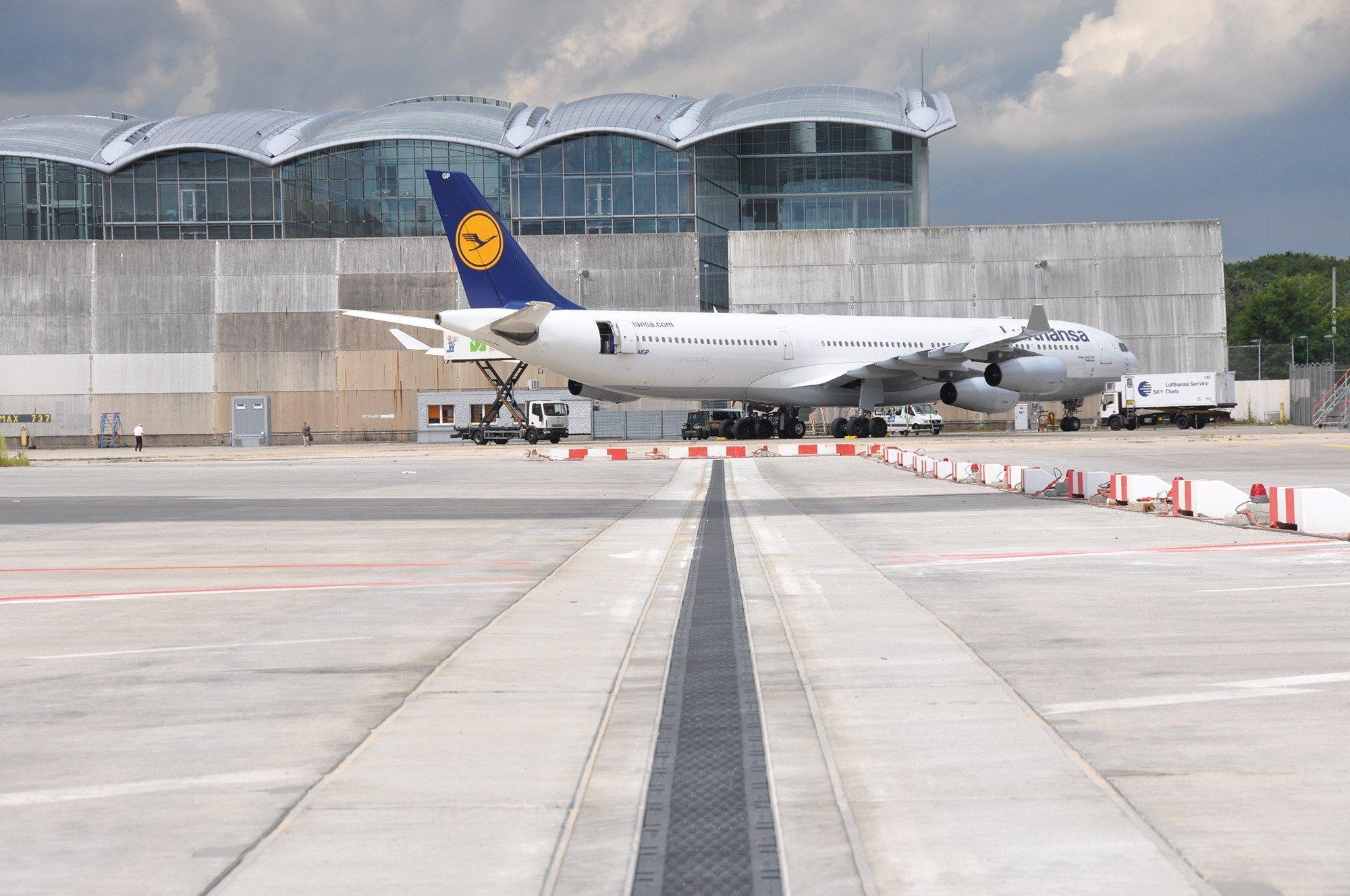 Entwässerungsrinne am Flughafen FRAPORT in Frankfurt