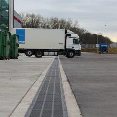 Entwässerungsrinne LKW-befahrbar auf Logistikzentrum in München