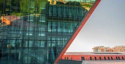 FASERFIX KS vor dem Eingang des Museums