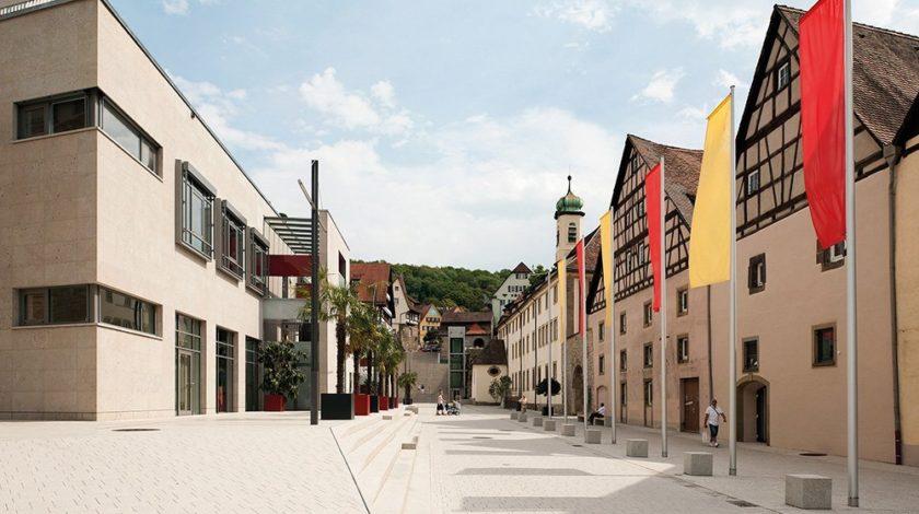 Öffentlicher Platz -architektonisch hochwertige Entwässerungslösung