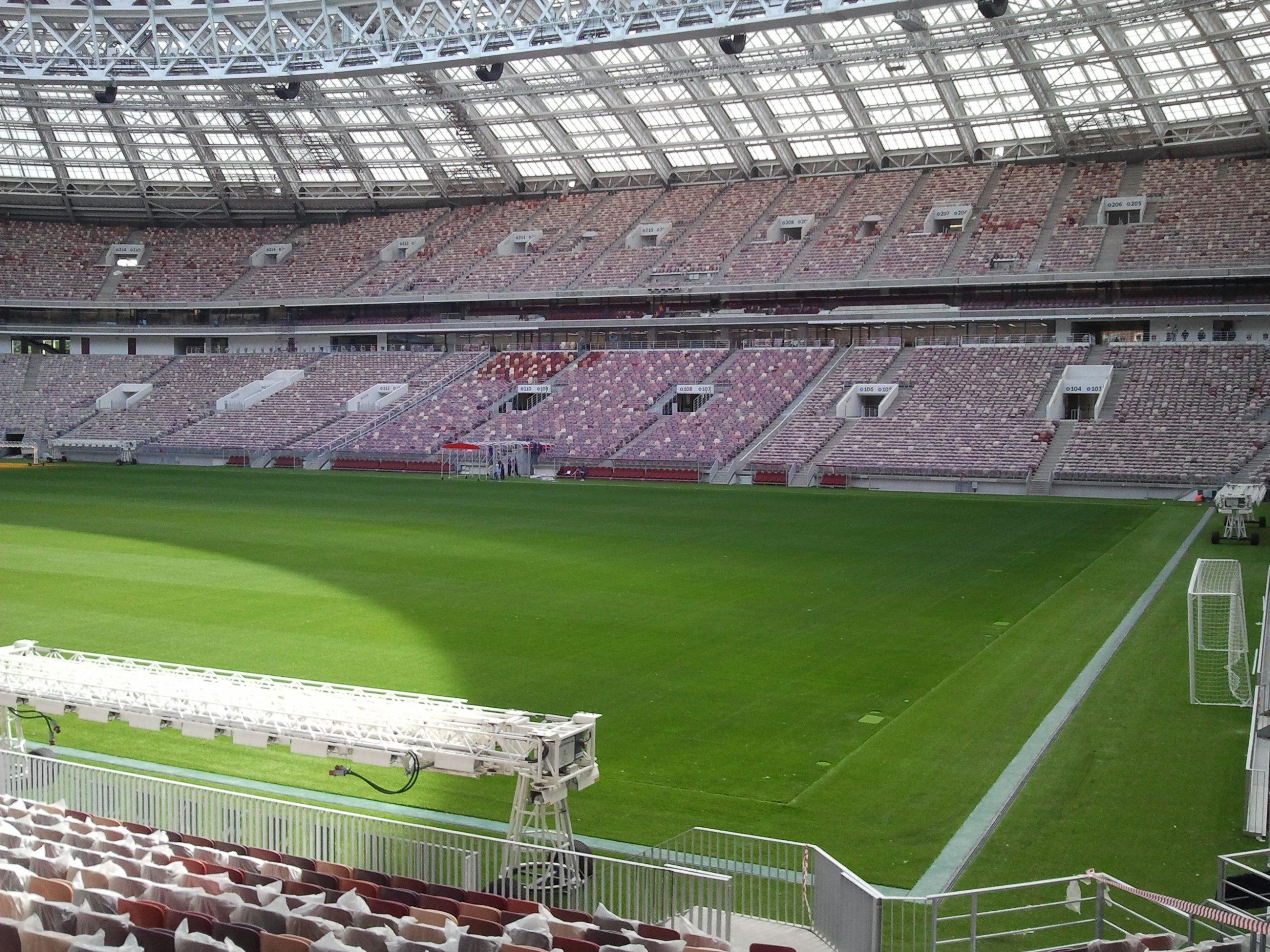 Luschniki Stadion Rasenplatz und Tribüne