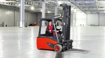 Stapler-Verkehr auf MEDIENRINNE in Produktionshalle